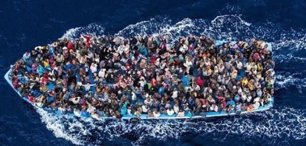 migranti-barcone1-702x336